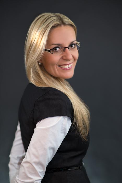 Professionelle Bewerbungsfotos und Portraitfotos. Jetzt 15% Rabatt sichern & Kontakt aufnehmen.